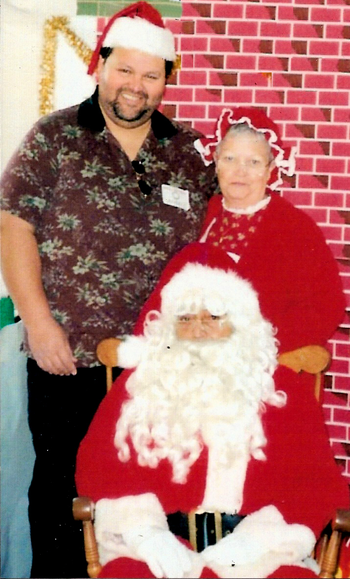 Angel with Santa & Mrs. Claus02
